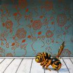 Pesticidedød hveps i interiør 30x40 cm. Ikke til salg